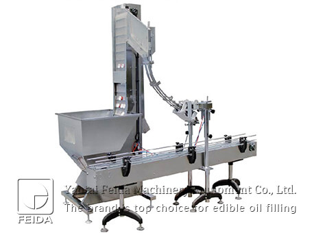 Lifting capping machine